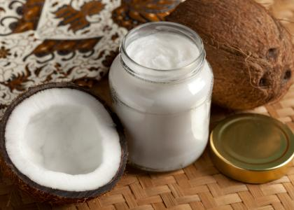 The Risks and Benefits of Coconut Oil for Pets